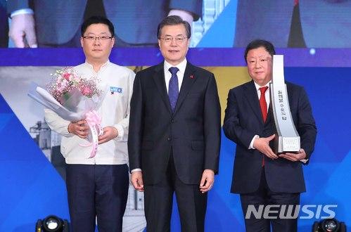 (오른쪽) 전인장 삼양식품 대표이사 / 뉴시스