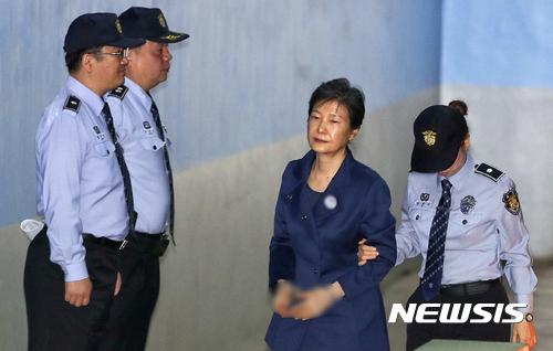 """[사건일지] 박근혜, '공천개입' 재판 또 불출석 """"적법 통지 받고도 안 나와""""…의혹 제기부터 징역 24년 선고까지 주요 일지 전문 / 뉴시스"""