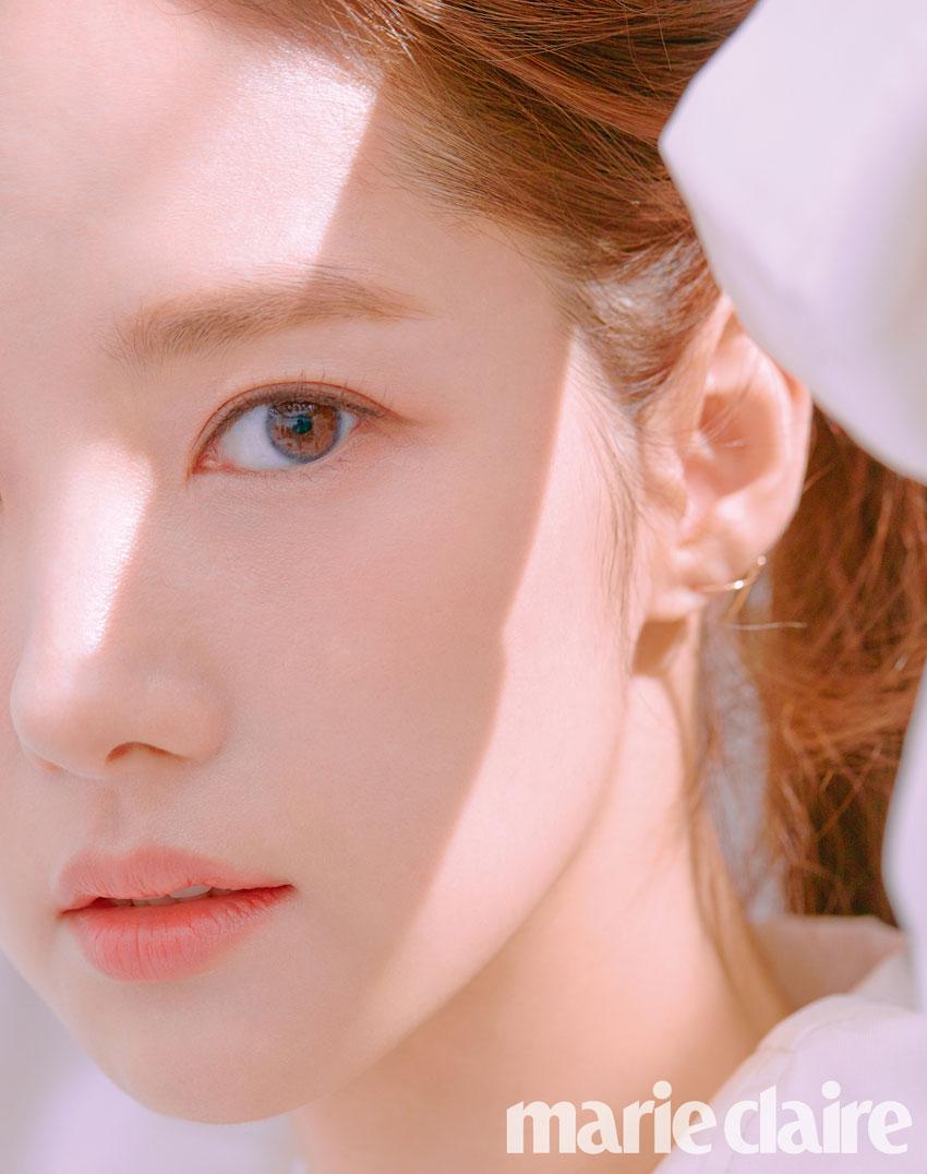 박민영, 나이 잊은 '봄향기'와 닮은 화사한 패션 화보 공개 / 마리끌레르