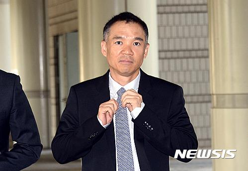 김정주 NXC 대표가 지난 2016년 9월12일 서울중앙지법에서 열린 공판준비기일에 출석하고 있다 / 뉴시스