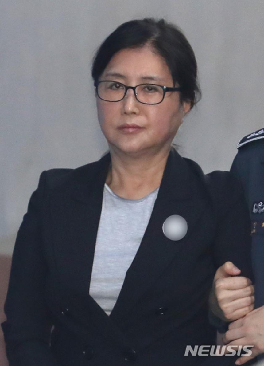 """'국정농단' 최순실, '샤넬백·현금' 뇌물에 """"소득세는 부당하다"""" 행정소송 제기 / 뉴시스"""