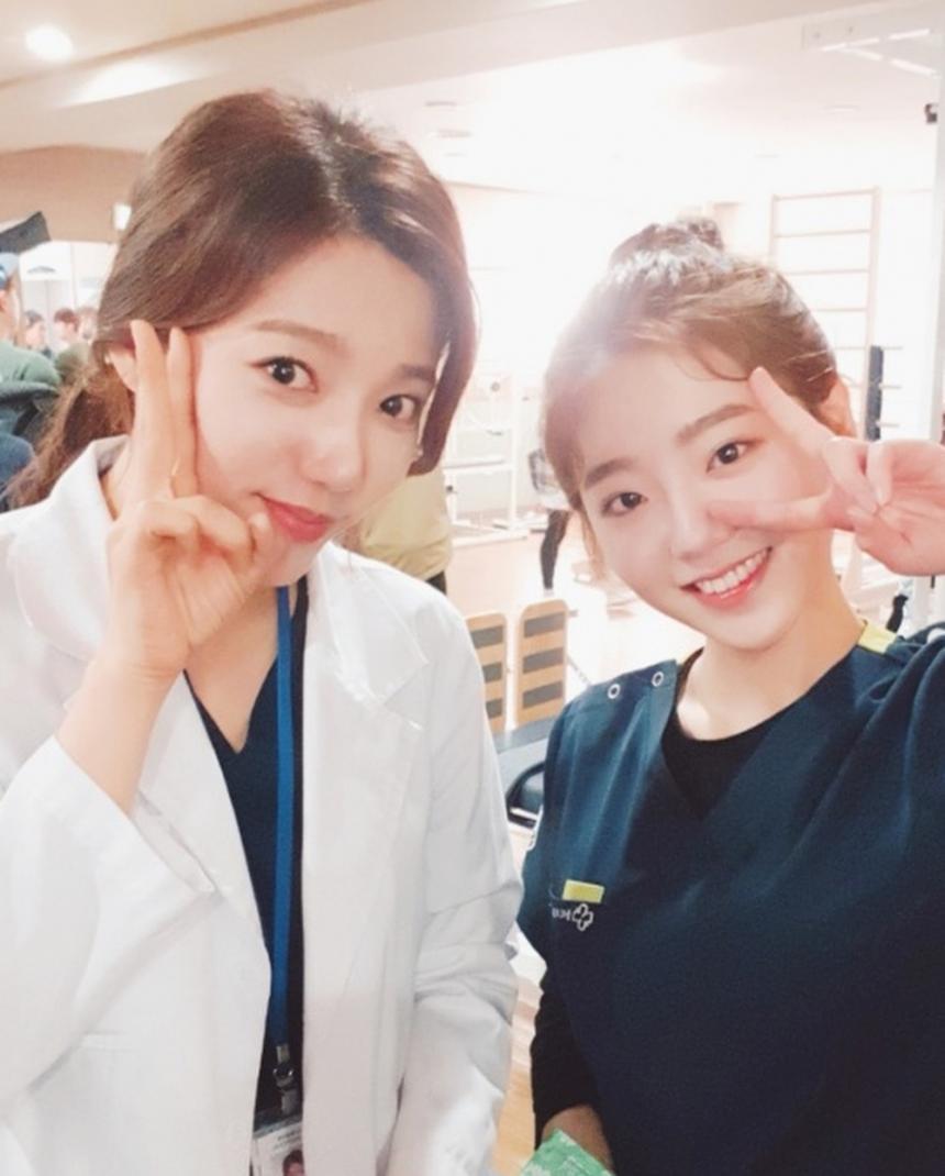 이채영X전혜원 / 이유비 SNS