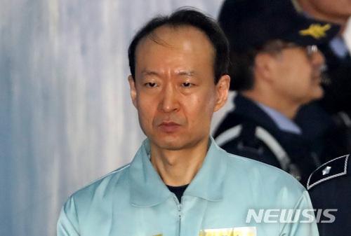 이재만, 안봉근·정호성 침묵이어 '박근혜 특활비' 증언 거부…'문고리 3인방' 모두 법정 증언 거부 / 뉴시스