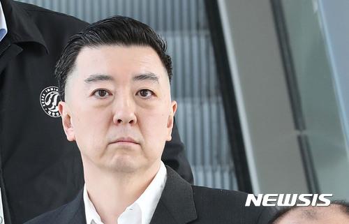 """BBK 김경준, """"이명박때문, 강제퇴거명령·입국금지 해제"""" 법무부에 요청 / 뉴시스"""