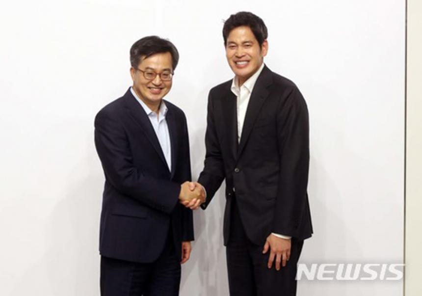 김동연 경제부총리 겸 기획재정부 장관-신세계 정용진 부회장 / 뉴시스
