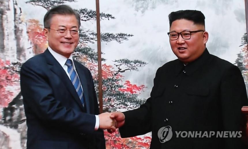 문재인 대통령 - 김정은 국무위원장 / 연합뉴스