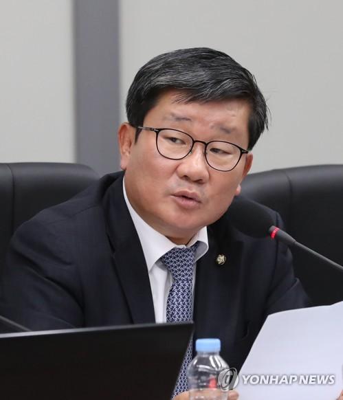 더불어민주당 전해철 의원 경기남부지방경찰청은 전날 전 의원 측에서 고발 취하장을 팩스로 전달받았다고 14일 밝혔다 / 연합뉴스