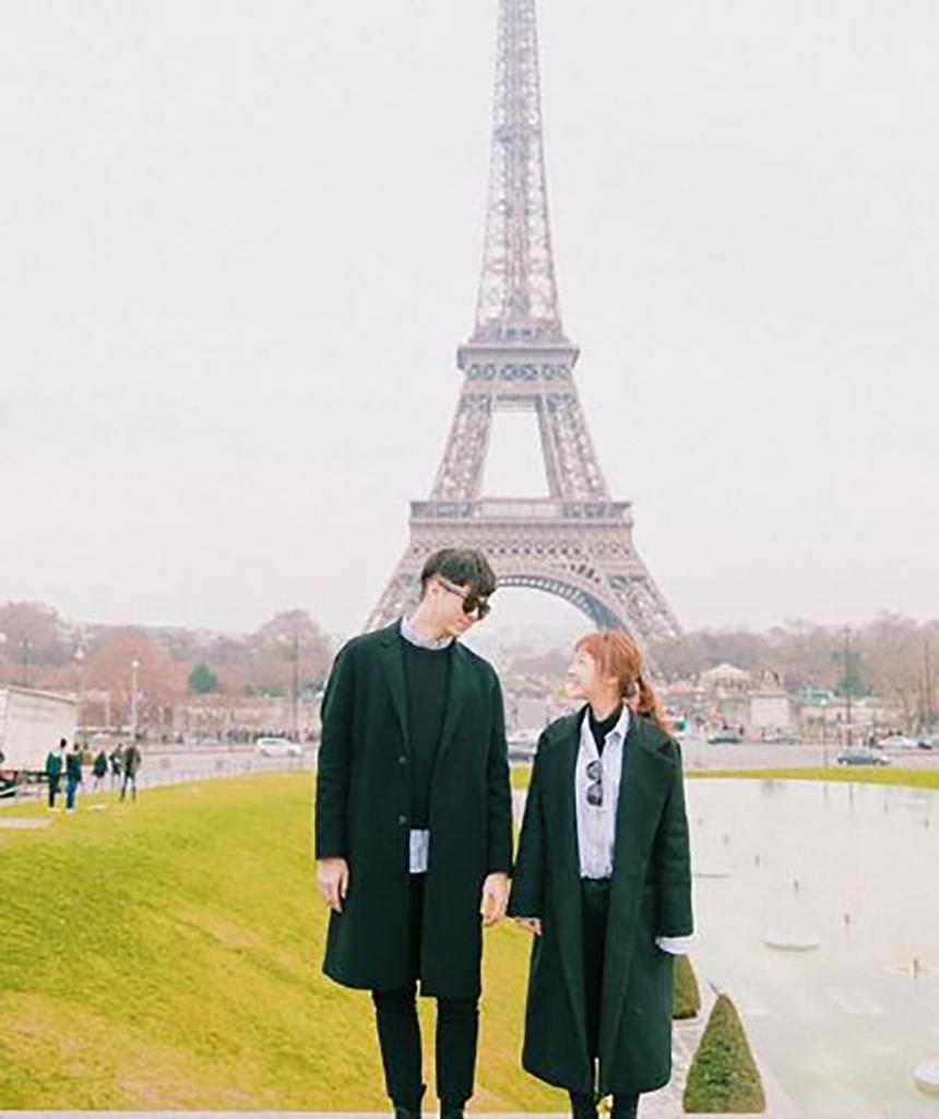 '유메이' 유보화, 남편과 함께 애펠탑 앞에서 찍은 사진 눈길 ...