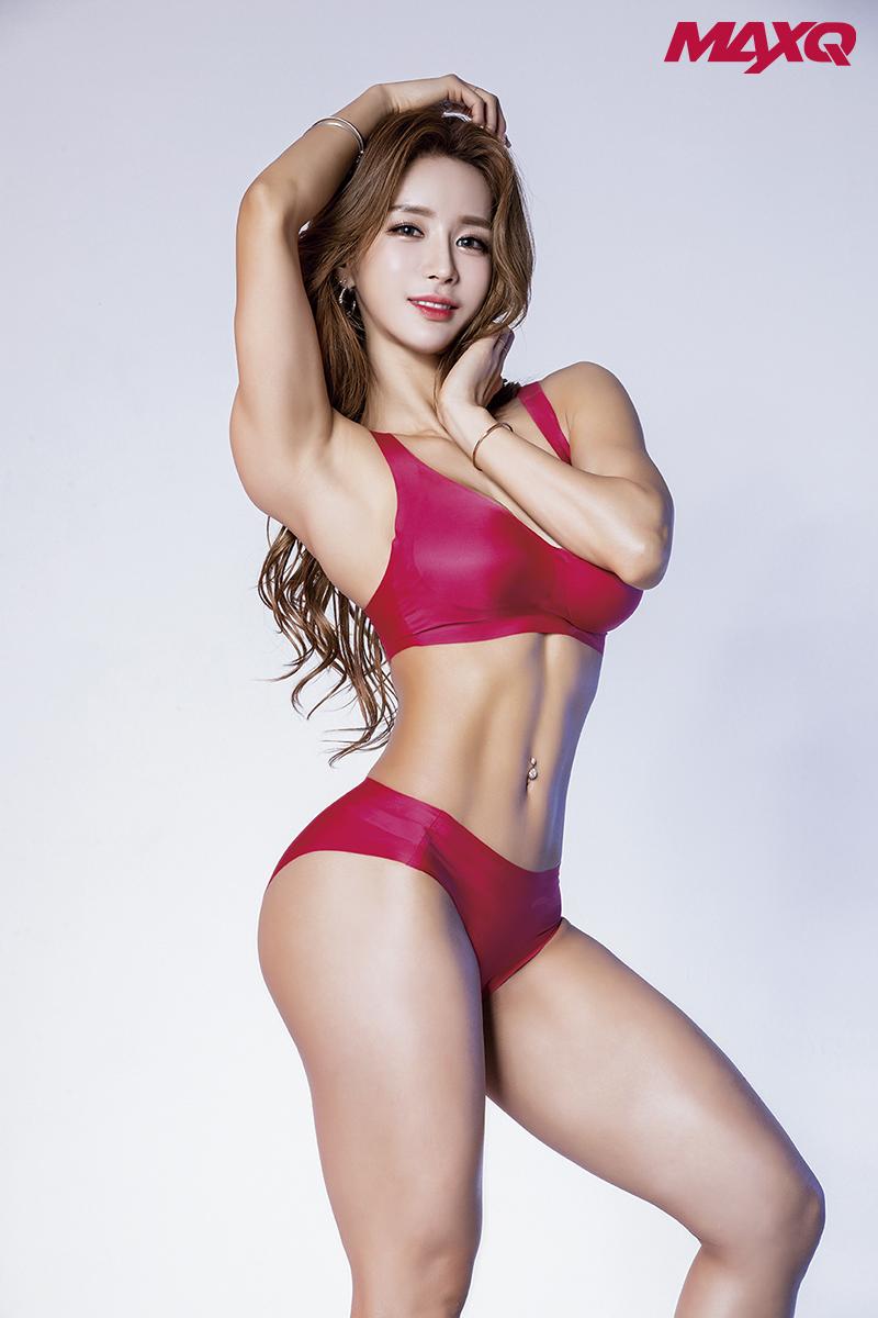 3c648fcdcb6 이정범 기자 - 류세비, 맥스큐 화보에서 완벽한 몸매 뽐내…'비키니 여신 ...