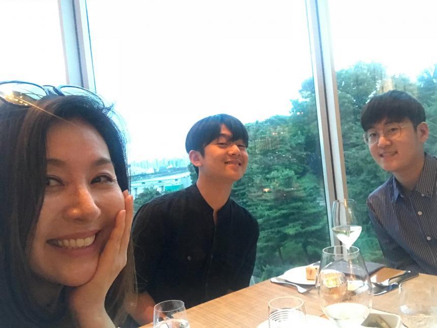'따로 또 같이 김한길♥' 최명길, 잘생긴 두 아들과 보낸 행복한 일상 ...