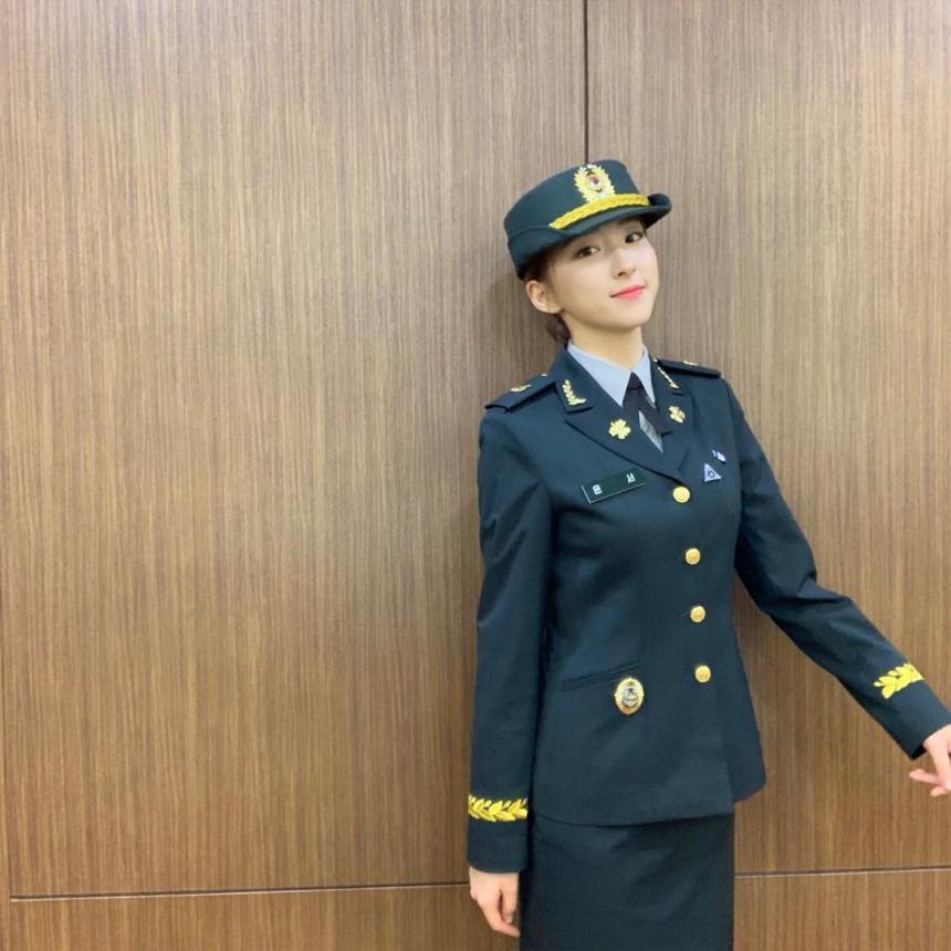'육군 홍보대사' 된 우주소녀(WJSN) 은서, 제복 입고 인사