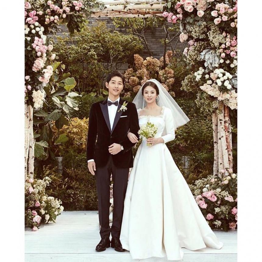 송혜교♥송중기 송송커플, 중국 매체에서 이혼설 제기…결혼 반지 안꼈단 이...