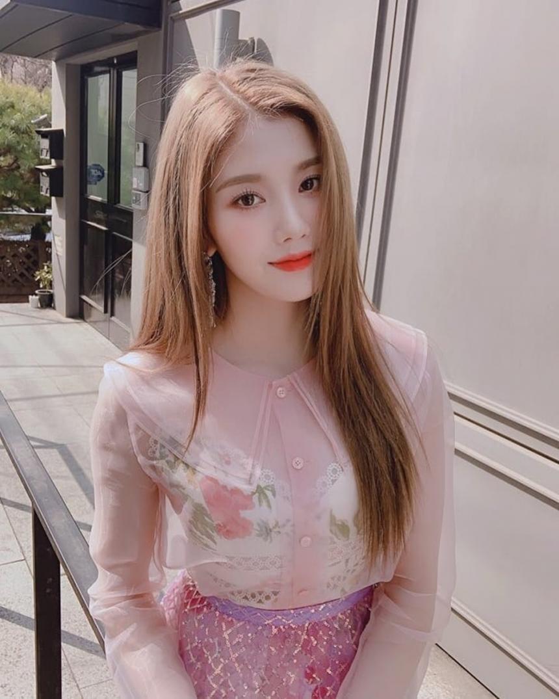 아이즈원 권은비 / 아이즈원 공식 SNS