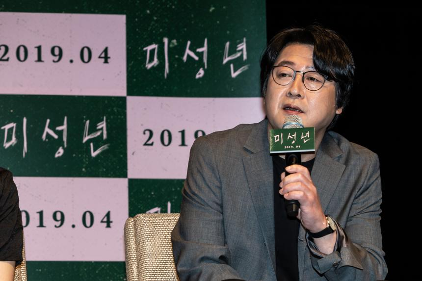 김윤석 /