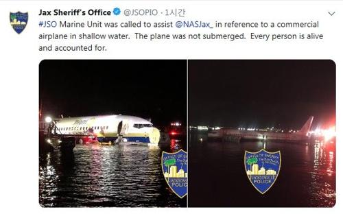 미국 플로리다 세인트존스강에 빠진 보잉 737 여객기.[잭슨빌 보안관실 트위터 캡처]