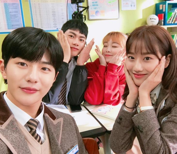 골든차일드 최보민-류의현-김수현-에이프릴 이나은 / 플레이리스트 공식 인스타그램