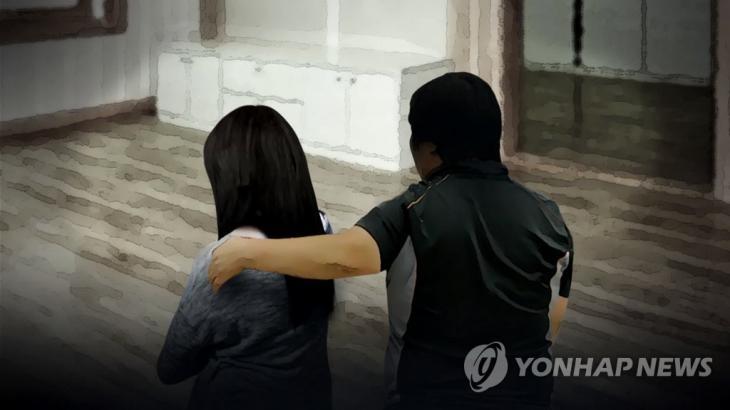 11세 딸 3년간 성폭행한 내연남과 함께 딸 앞에서 '성관계 시연'한 모친 / 연합뉴스