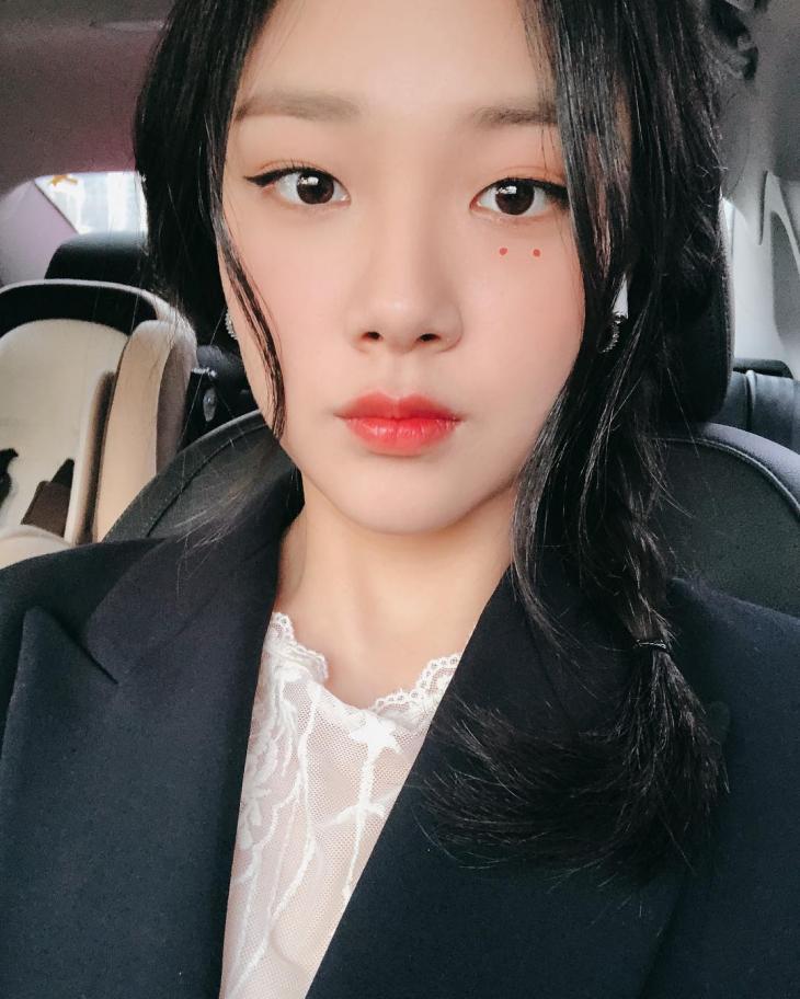 필굿뮤직 소속 가수 비비 / 가수 비비 인스타그램