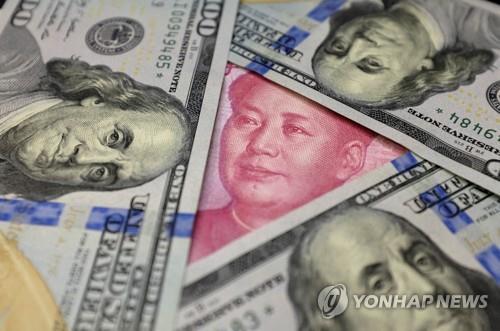 달러화와 위안화 지폐 [로이터=연합뉴스]