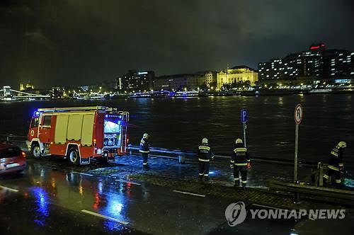 한국인 탑승 유람선 침몰한 다뉴브강 주변서 수색작업 / 연합뉴스
