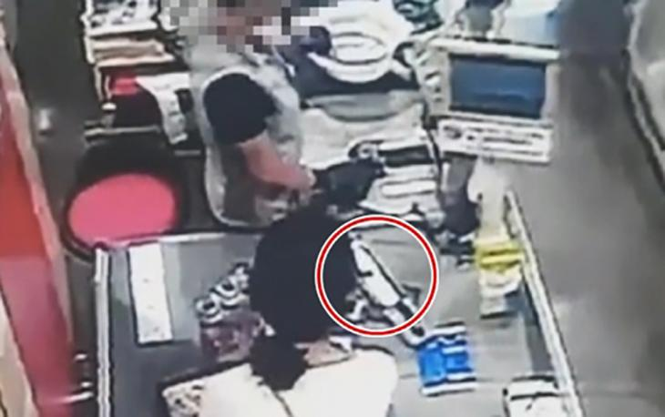 범행 전 흉기와 청소도구 구매하는 고유정 모습이 마트 CCTV 공개 / 제주동부경찰서 제공