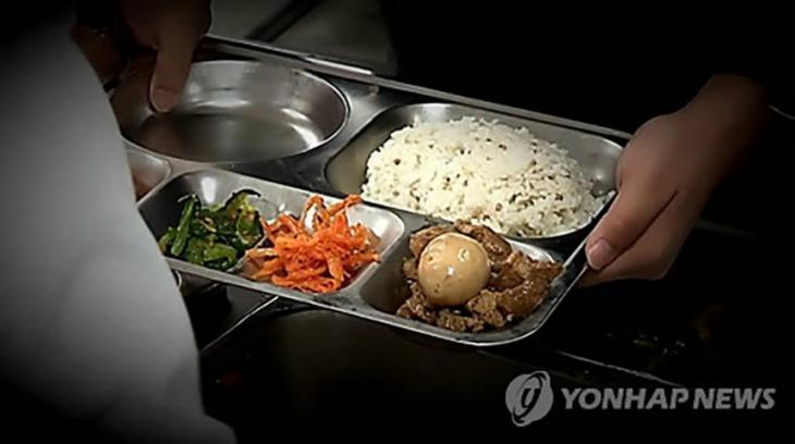 인천 한 고등학교서 고래회충 발견 / 위 사진은 기사와 관련 없는 사진입니다. (연합뉴스)