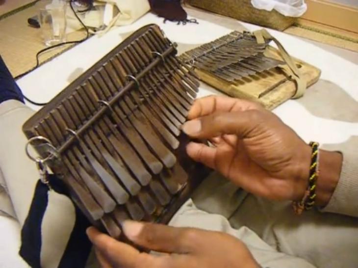 """'취존생활'서 언급된 칼림바는 무엇?…""""음비라라고도 불리는 아프리카 전통 악기"""""""