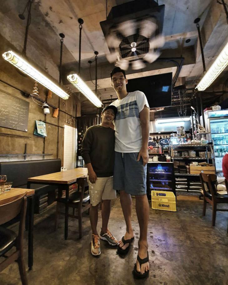"""'불타는 청춘(불청)' 김부용, 하승진과 가게서 함께한 사진 눈길…""""아빠와 아들같은 투샷에 한정수가 남긴 말은?"""""""