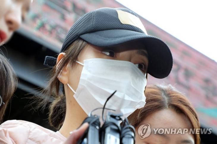 지난 4월 검찰 송치되는 황하나 [연합뉴스 자료사진]