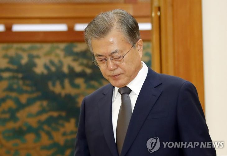 고군분투중인 문재인 대통령 / 연합뉴스
