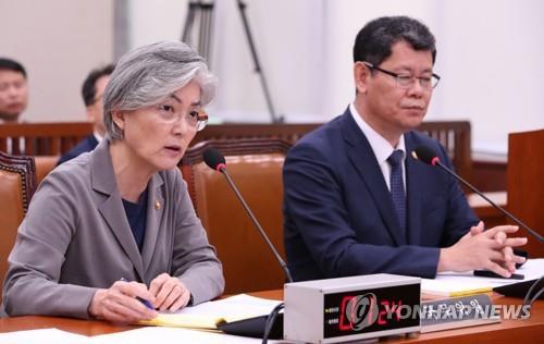 강경화 외교부 장관-김연철 통일부 장관 / 연합뉴스 제공