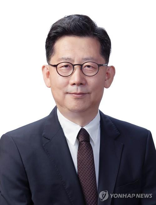 문재인 대통령이 9일 장관급 인사를 교체하는 개각을 단행했다. 농림축산식품부 장관에 내정된 김현수 전 차관 / 연합뉴스
