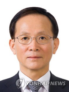 문재인 대통령이 9일 개각을 단행했다. 주미합중국대사관 특명전권대사에 내정된 이수혁 의원 / 연합뉴스