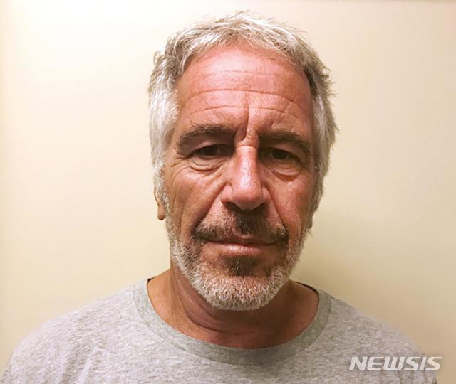 미국의 억만장자 성범죄자 제프리 엡스타인(66)이 10일 교도소에서 목을 매 사망한 채 발견됐다. 사진은 뉴욕주 성범죄자신상정보 제공. 2019.08.12 / 뉴시스