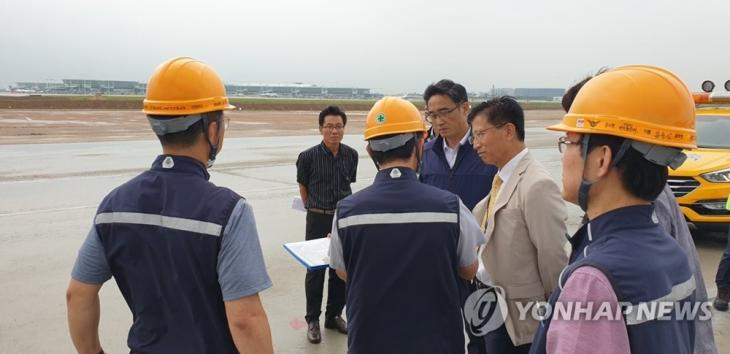 인천공항 점검 모습 / 연합뉴스