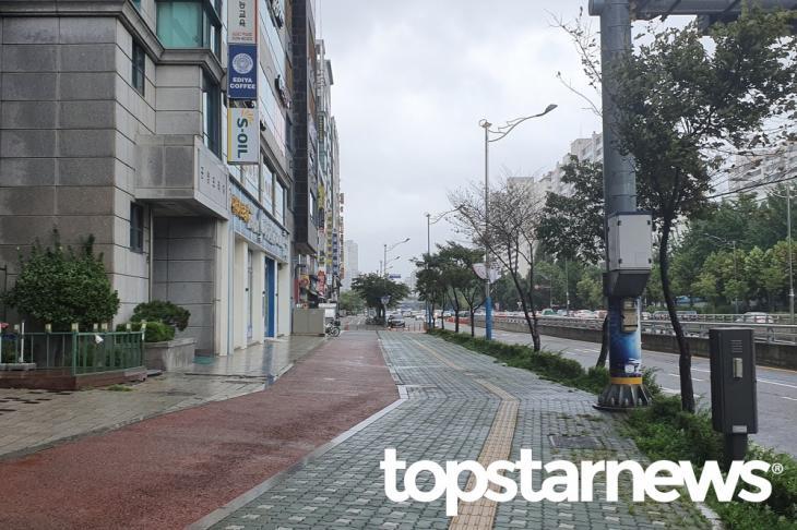 태풍으로 인해 한산한 거리 / 톱스타뉴스 포토뱅크