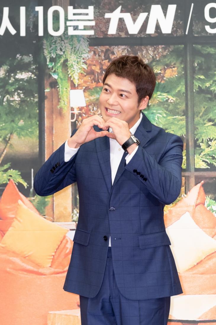 전현무 / tvN '요즘책방: 책읽어드립니다'
