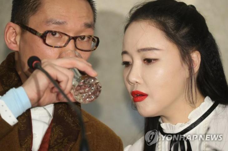 왕진진(전준주)-낸시랭 / 연합뉴스 제공