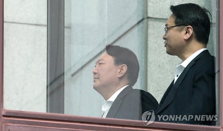 대검찰청서 이동하는 윤석열 검찰총장 [연합뉴스 자료사진]