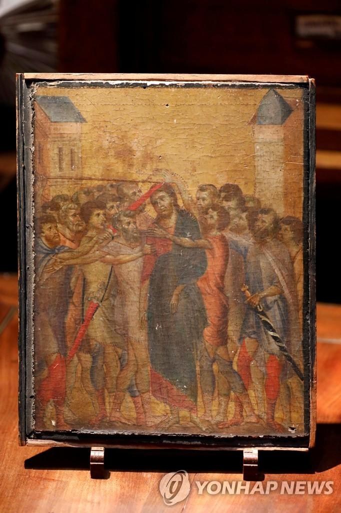 프랑스 파리 근교의 주택에서 발견된 치마부에의 목판 성상화 '조롱당하는 예수 [로이터=연합뉴스 자료사진]