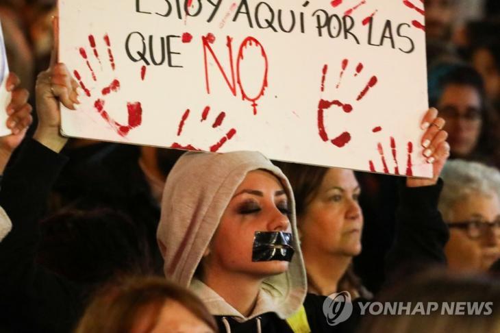 14세 소녀 성폭행범의 솜방망이 처벌에 항의하는 여성들의 시위 [로이터=연합뉴스]