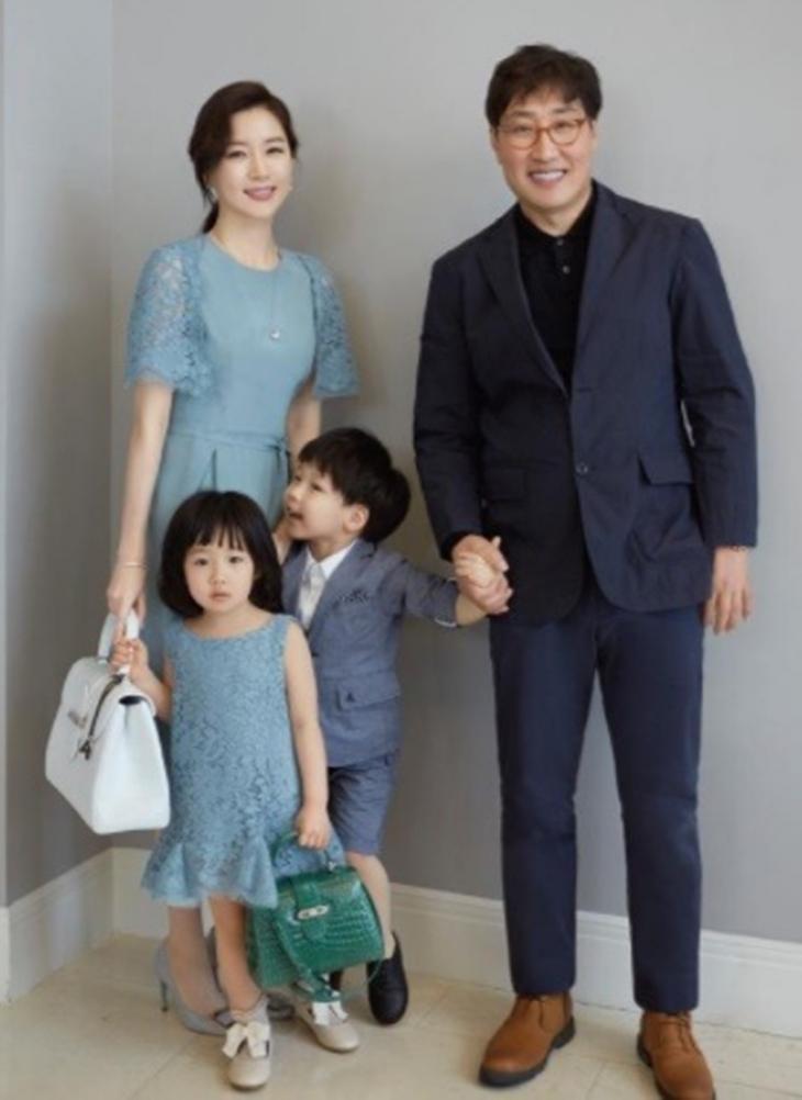 이영애-정호영 가족 / 온라인 커뮤니티