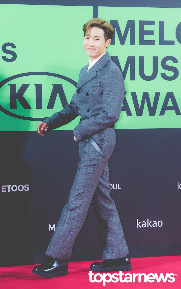 최규석 기자 - [HD포토] 방탄소년단(BTS) 제이홉, '보석 같은 호석 미소' (2019 MMA)