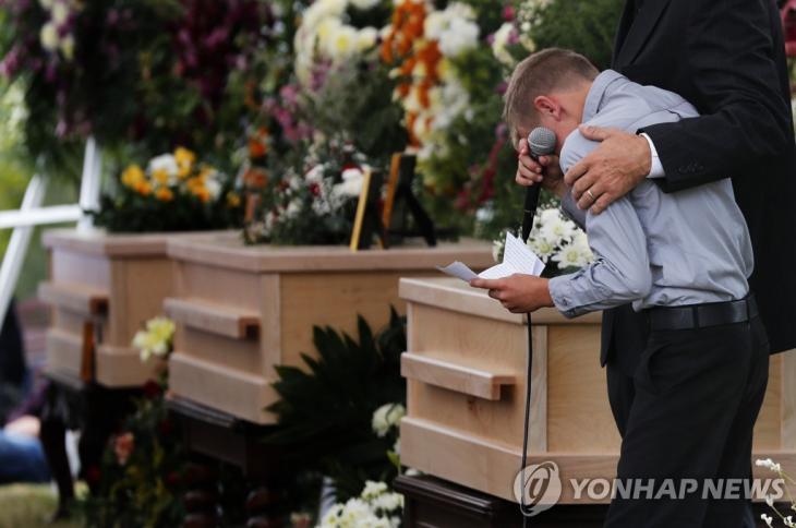 멕시코 카르텔에 살해된 미국계 가족들의 장례식 / 연합뉴스 제공