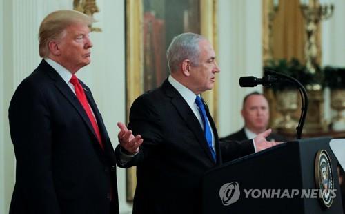 28일(현지시간) 미국 백악관에서 중동평화구상을 발표하는 도널드 트럼프 미국 대통령(왼쪽)과 베냐민 네타냐후 이스라엘 총리[로이터=연합뉴스]