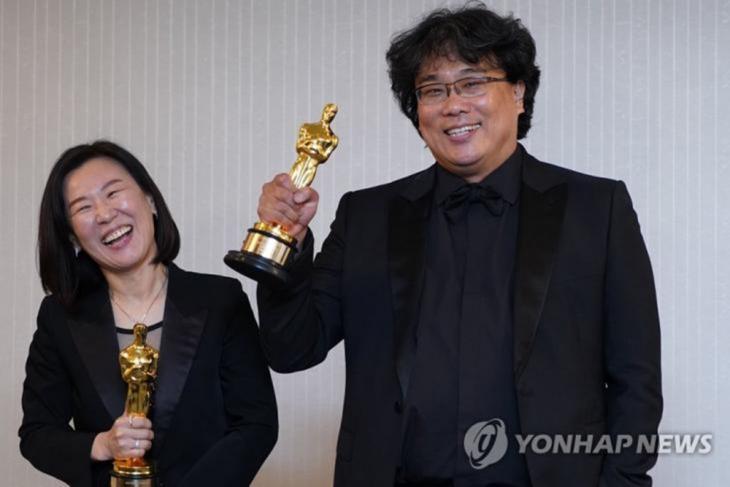 곽신애 대표 - 봉준호 감독 / 연합뉴스