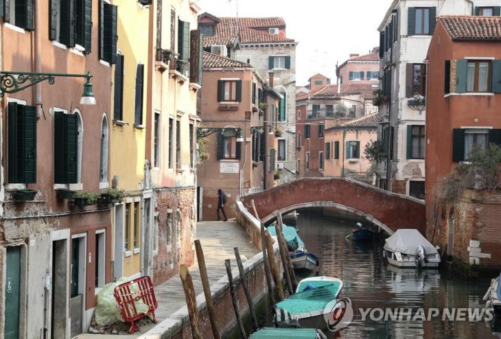 코로나19 확산으로 한산한 이탈리아 수상 도시 베니치아 모습. [신화=연합뉴스]