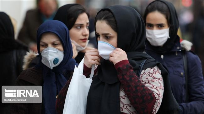 마스크를 쓰고 외출한 이란 라슈트시 시민들 [IRNA통신]