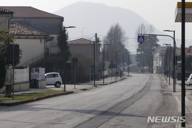 24일(현지시간) 신종 코로나바이러스 감염증 확진자 30여 명이 발생한 이탈리아 북부 베네토 거리가 텅 비어 있다. 이탈리아는 24일 기준 신종 코로나바이러스 감염증 7번째 사망자가 나오고 확진자 수는 최소 229명으로 늘었다. 2020.02.25. / 뉴시스