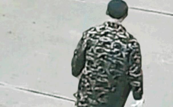CCTV에 찍힌 유서를 남기고 집을 나서는 우한 주민 양위안윈의 뒷모습 / 출처: 중국 온라인